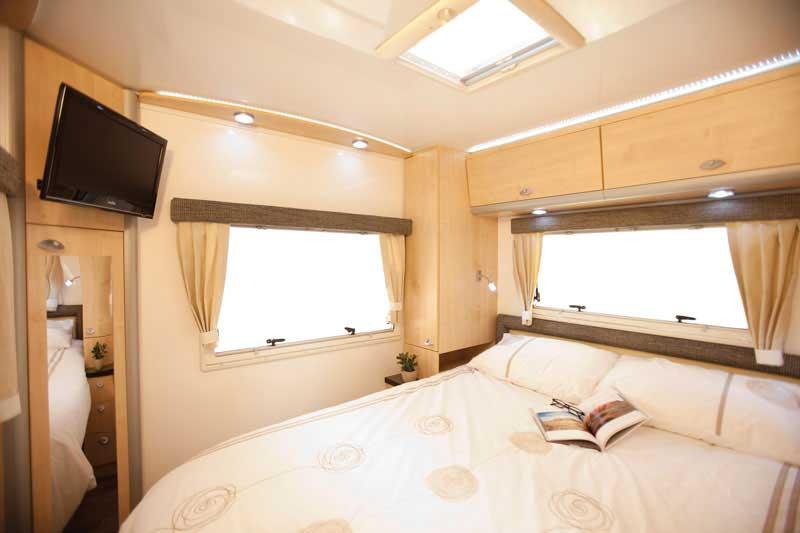 star rv pegasus camping car de luxe 4 personnes voyages australie la carte. Black Bedroom Furniture Sets. Home Design Ideas