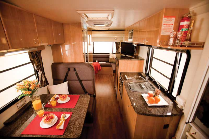 Star rv pandora camping car de luxe 4 personnes for Interieur de camping car